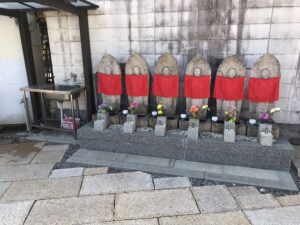 常光寺共同墓地(尼崎市)の六地蔵さん。21.3.7