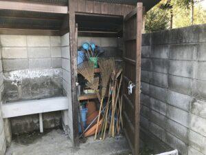 口谷墓地(宝塚市)の掃除用具置き場