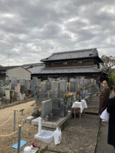 21.4.17_西福寺(明石市)様近くの墓地でお墓じまいとお性根抜きとお骨上げのお手伝いをさせて頂きました。