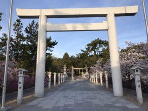 21.4.2_古家の通勤路、廣田神社でツツジがきれいにさいています。