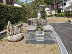 平井墓地(宝塚市)の迎え佛さん
