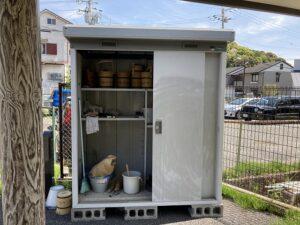 平井墓地(宝塚市)の用具入れ