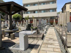 平井南墓地(宝塚市)の休憩所の水飲み場