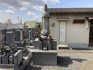 地蔵寺墓地(宝塚市)の観音像