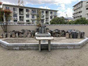丸橋墓地(宝塚市)の供養塔